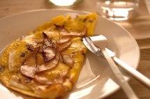 omelette-mit-birne-und-ziegenrolle_web